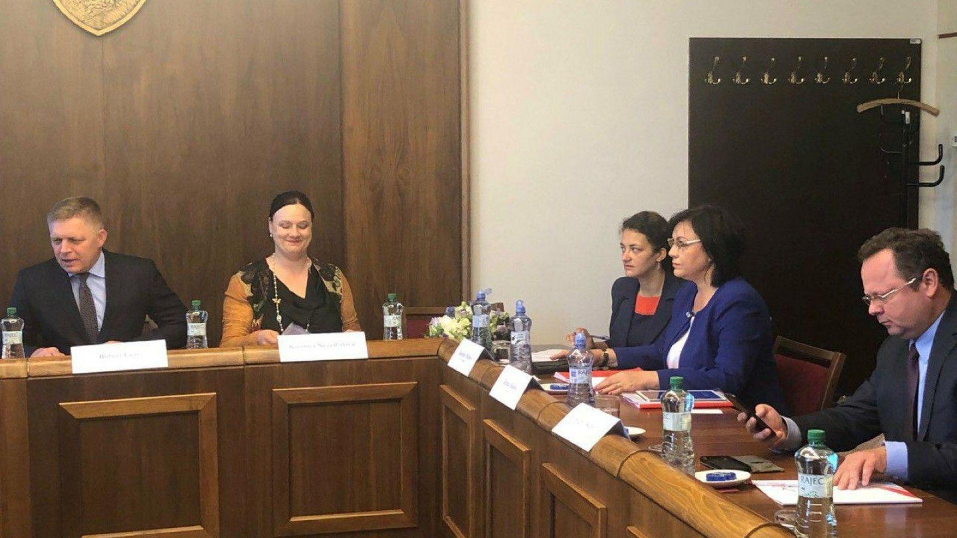 """Нинова към """"Вишеградската 4-ка"""": Да блокираме пакета за мобилност"""