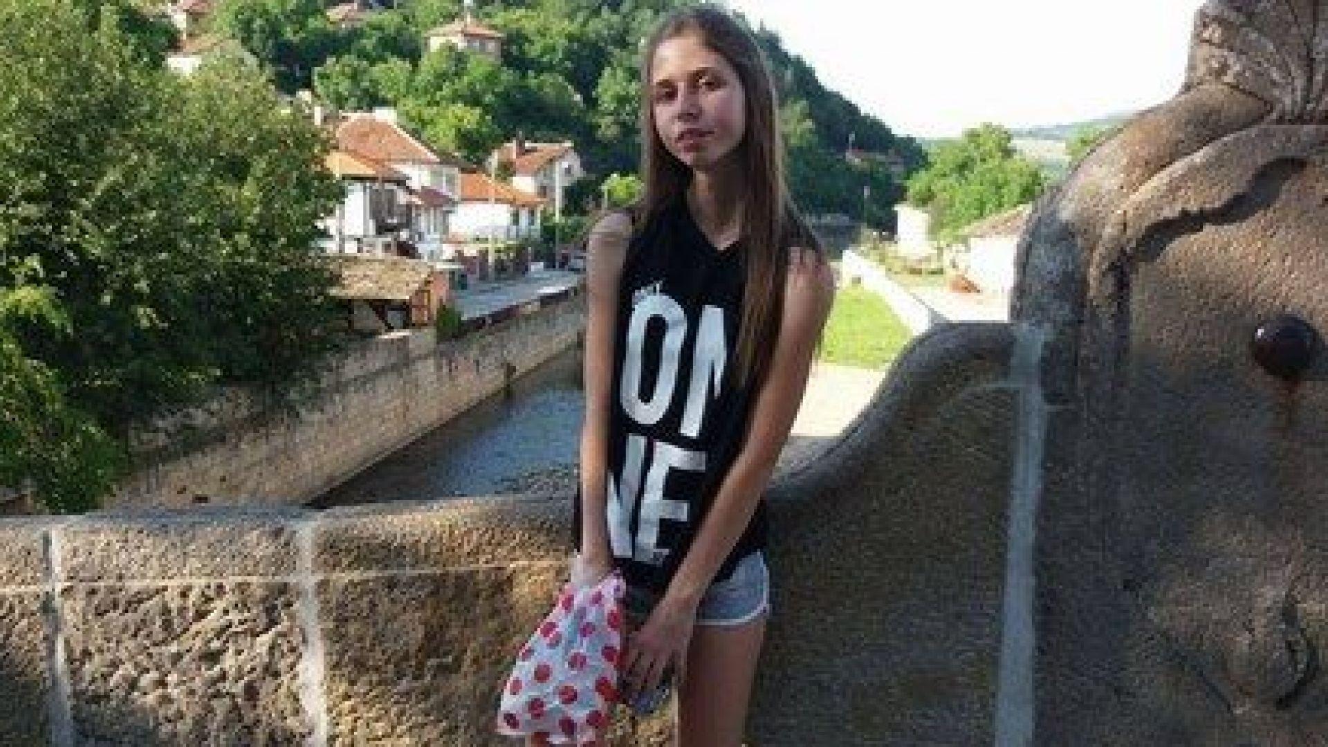 Зов за помощ: 15-годишно момиче прогресивно се парализира