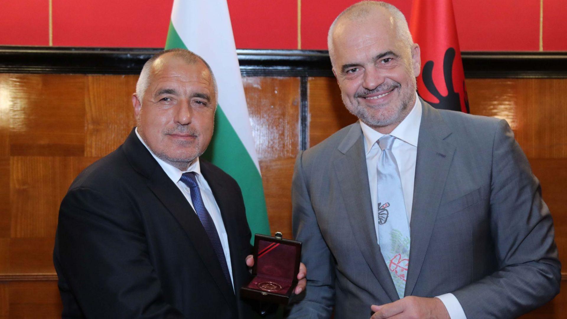 Еди Рама награди Бойко Борисов с медал за признателност