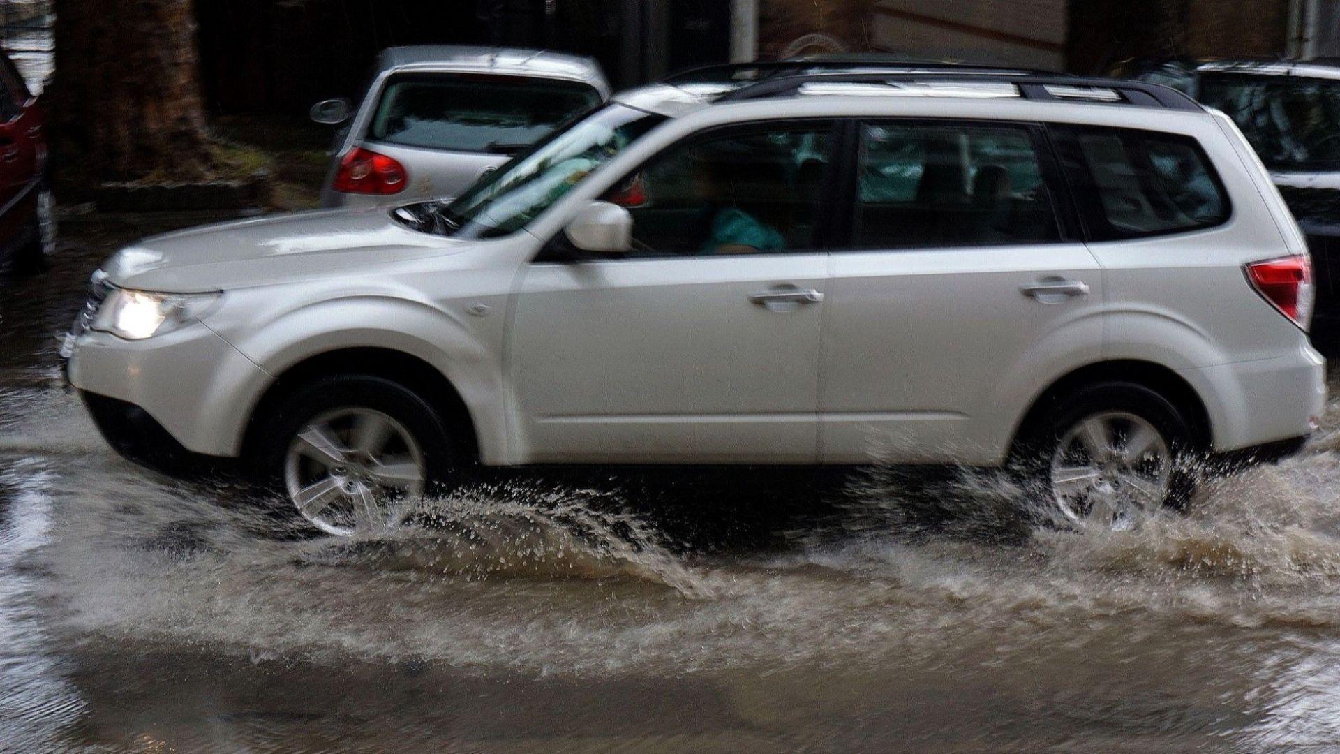 71 литра на квадратен метър се изсипа над Варна, движението бе затруднено