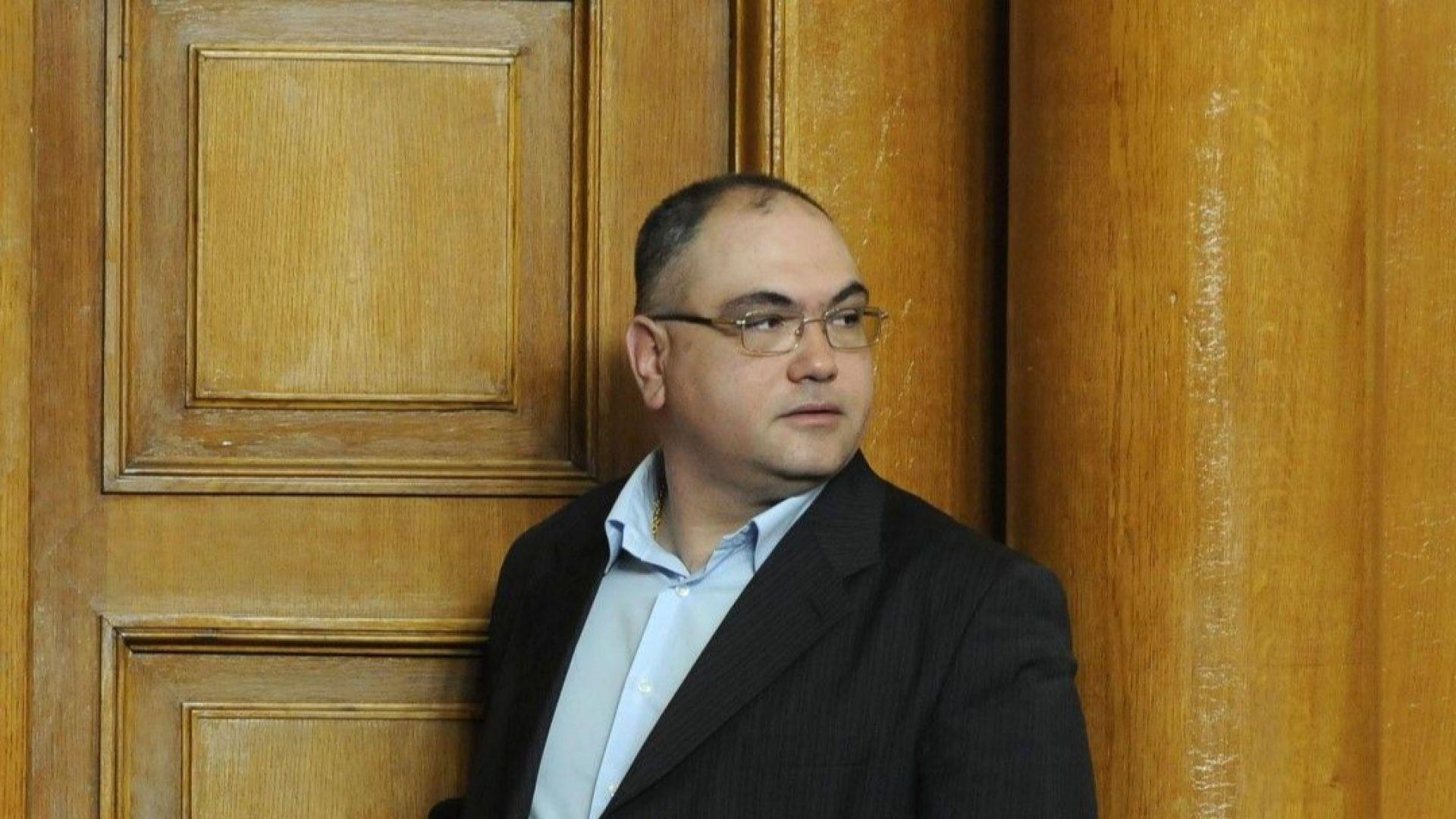 Скандалният бивш депутат Кузов - отново в политиката