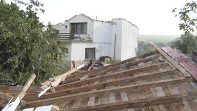 След бурята във Варнeнско: 40 къщи без покриви