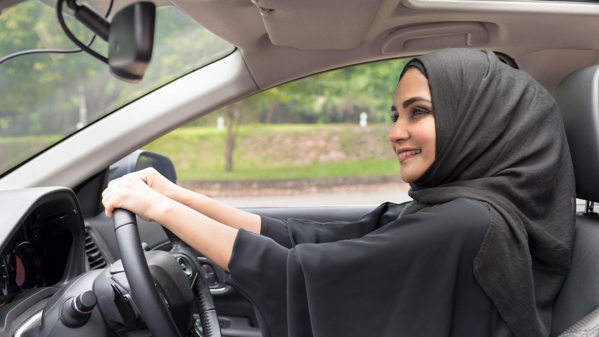 Първите саудитски жени получиха шофьорски книжки на фона на репресии