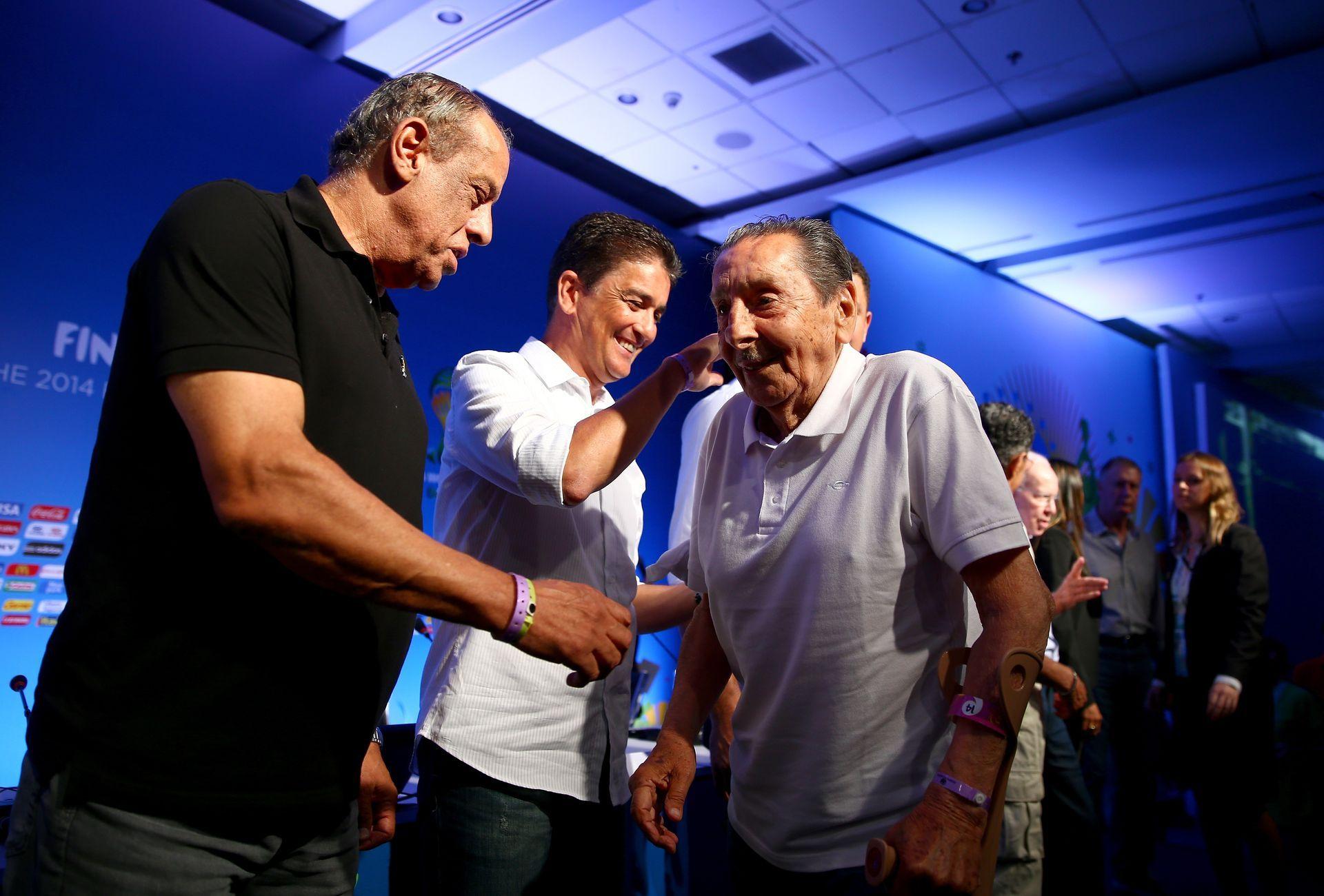 2013 г. - Гиджиа е поздравяван от бразилските легенди Карлос Алберто и Бебето на церемония в Рио. Година и половина по-късно почина в родината си.