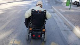 Отказаха електрическа количка на диабетик с байпас и без крак - ръцете му били здрави