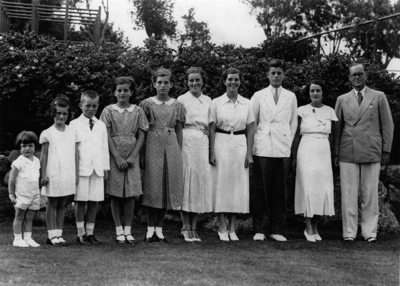 Семейство Кенеди през 1937 година в Лондон
