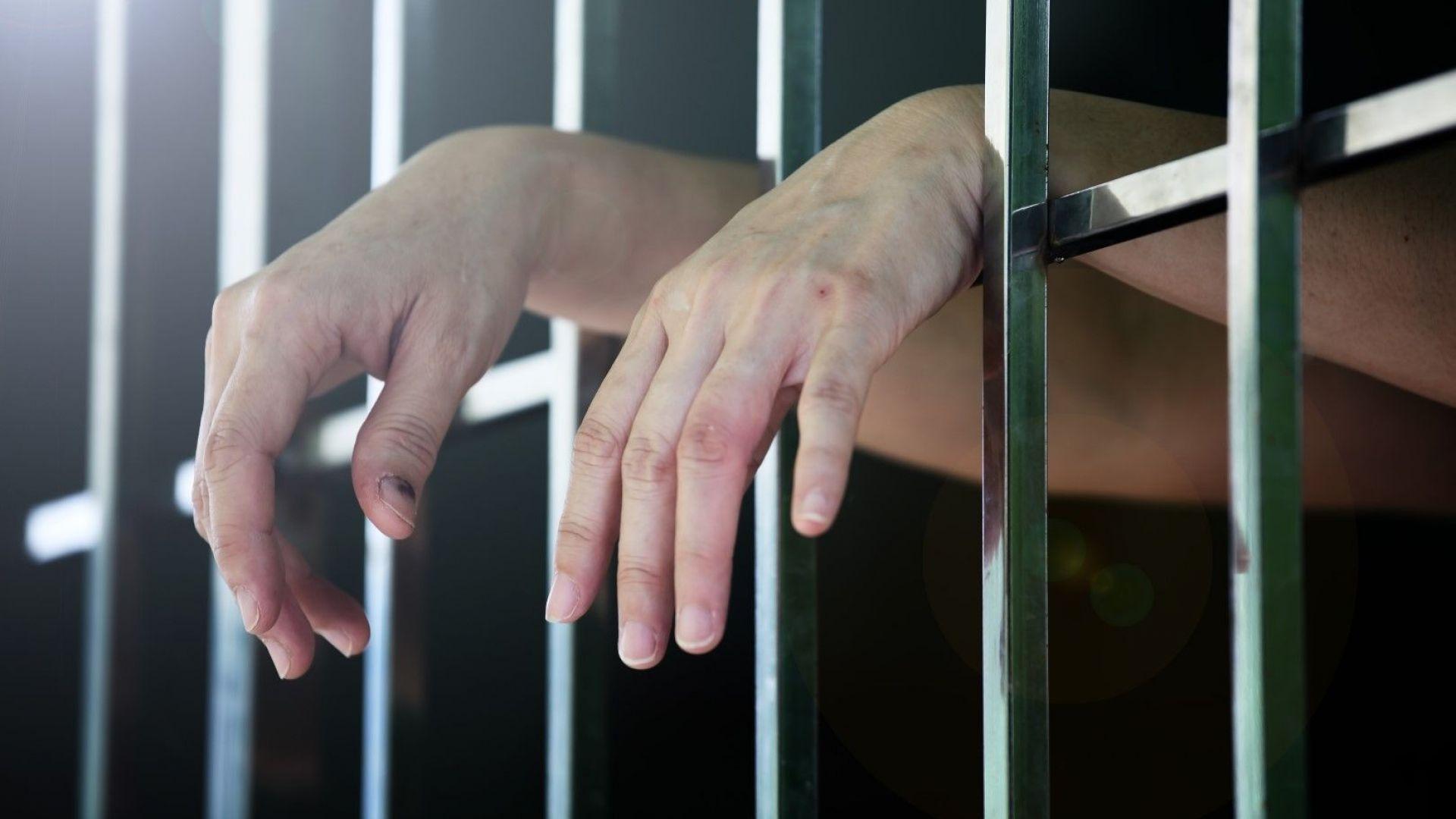 15 затворници и интимните им партньорки застават пред съда – искат секс без камери