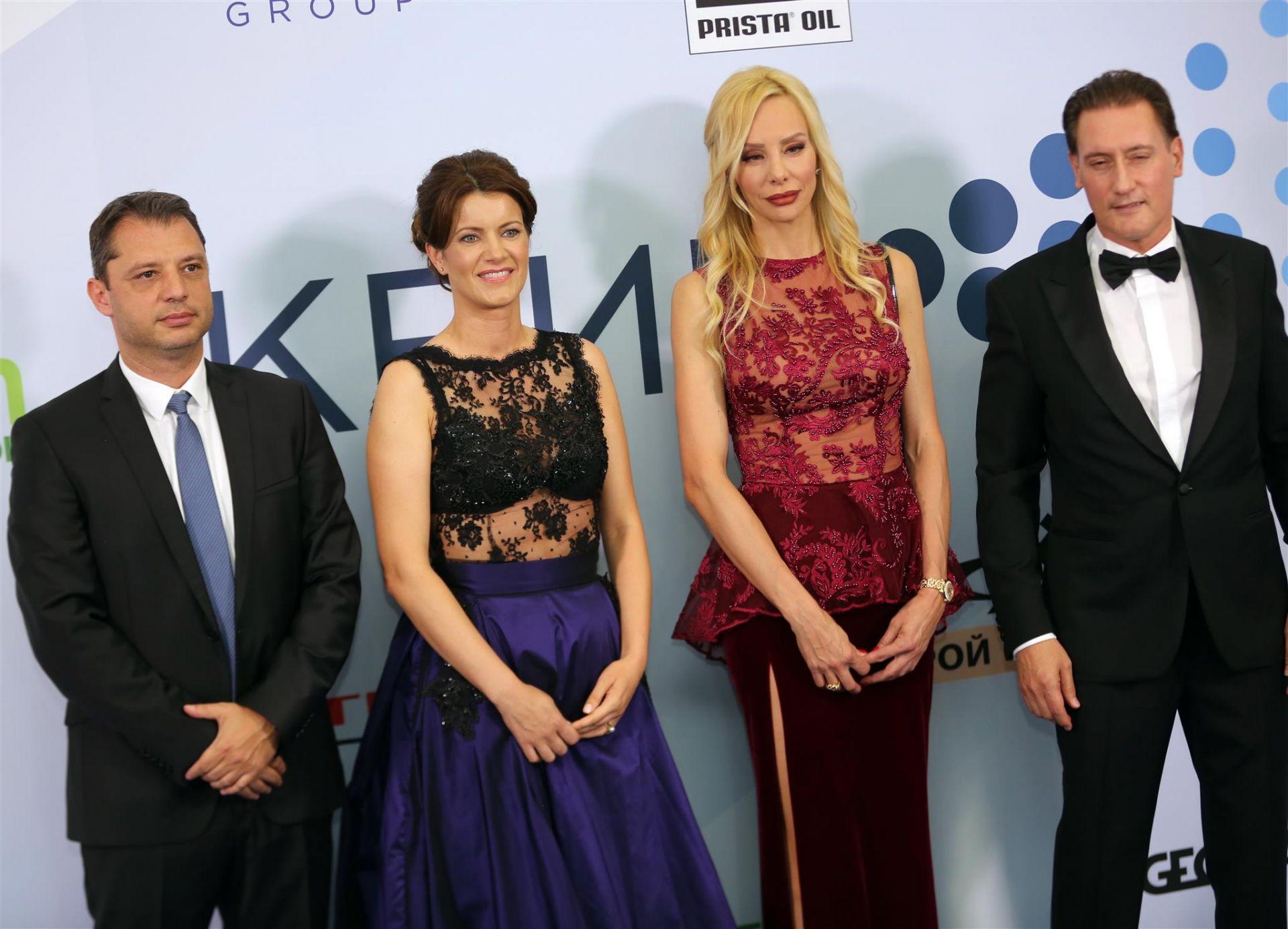 Делян Добрев със съпругата си и Кремена и Кирил Домусчиеви