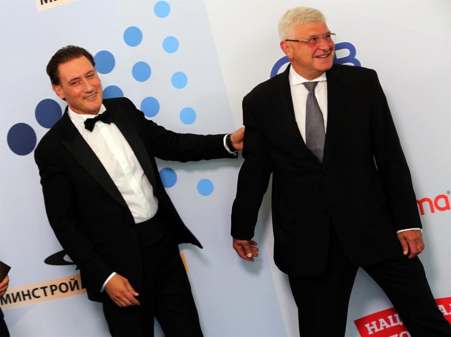 Шефът на КРИБ със здравния министър Кирил Ананиев