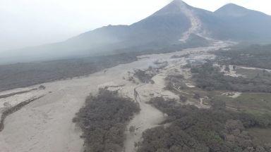 Вулканът Фуего в Гватемала отново изригна (снимки)