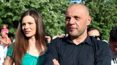 Съпругата на Томислав Дончев предизвика скандал с думи във Фейсбук