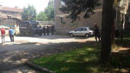 Откриха взривни вещества в блок в Ботевград, евакуираха живущите
