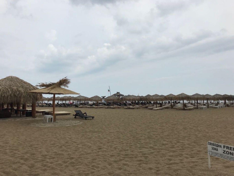 Допуска ли се незаконно строителство на плажа в Слънчев бряг?