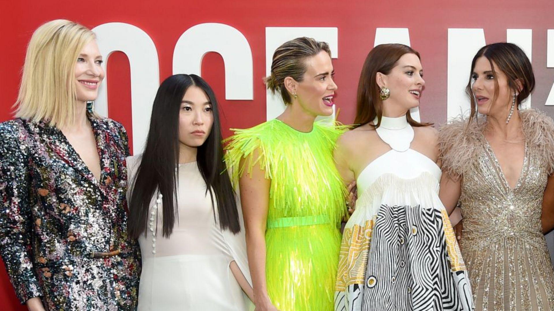 """Сандра Бълок, Кейт Бланшет и Риана представиха """"Бандитките на Оушън"""" в екзотични тоалети"""