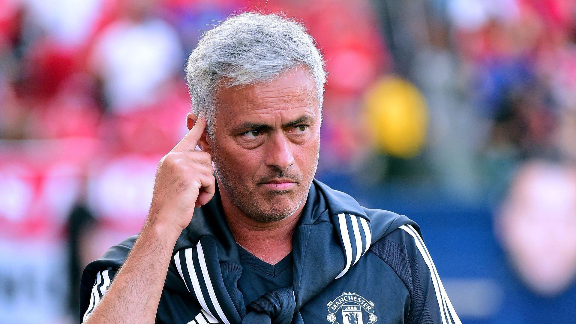 """Моуриньо отказа да отговори на въпрос готов ли е """"Юнайтед"""" за титла"""