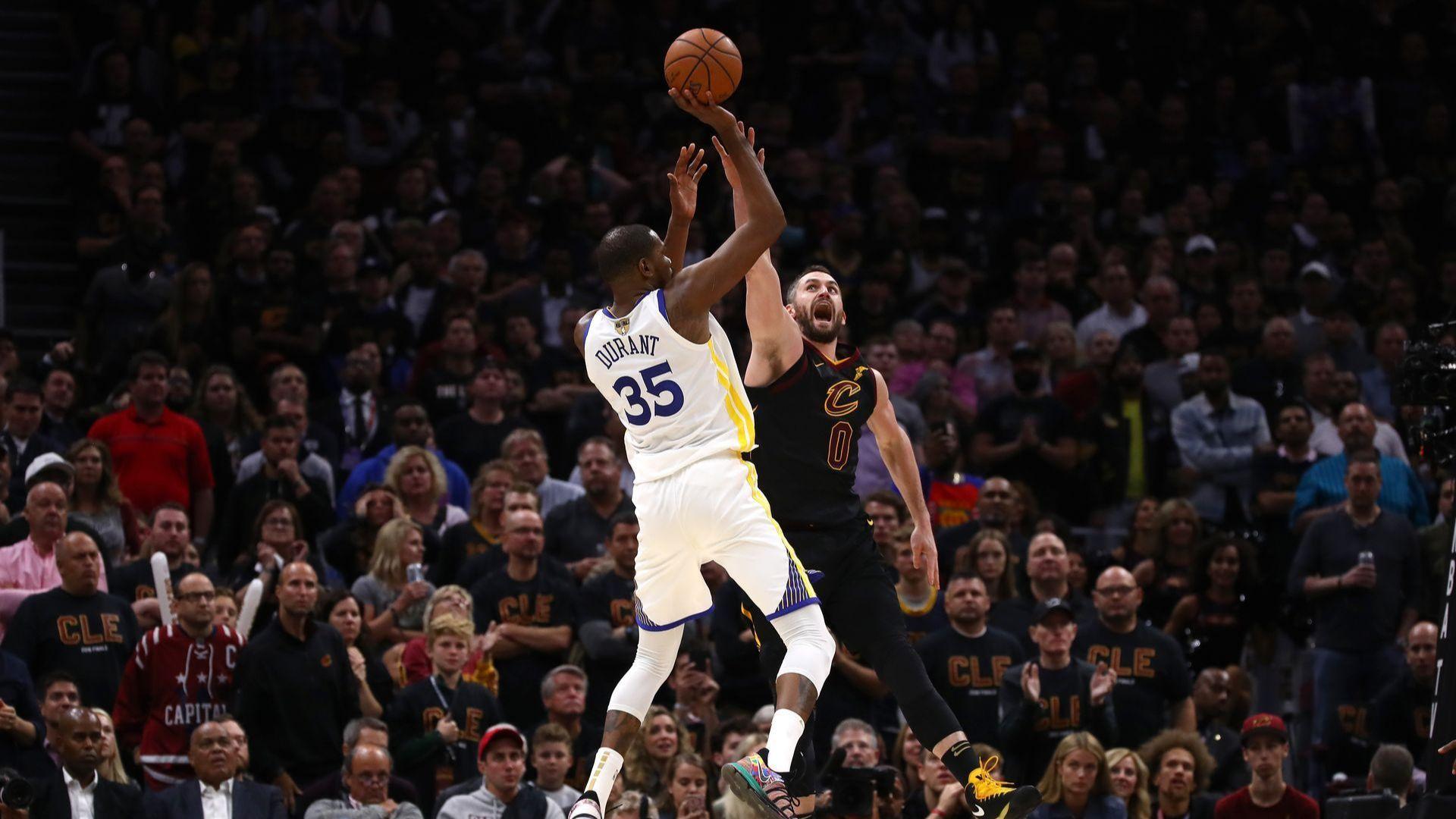 """Шампионите докосват нова титла в НБА, Дюрант отчая """"Кливланд"""""""