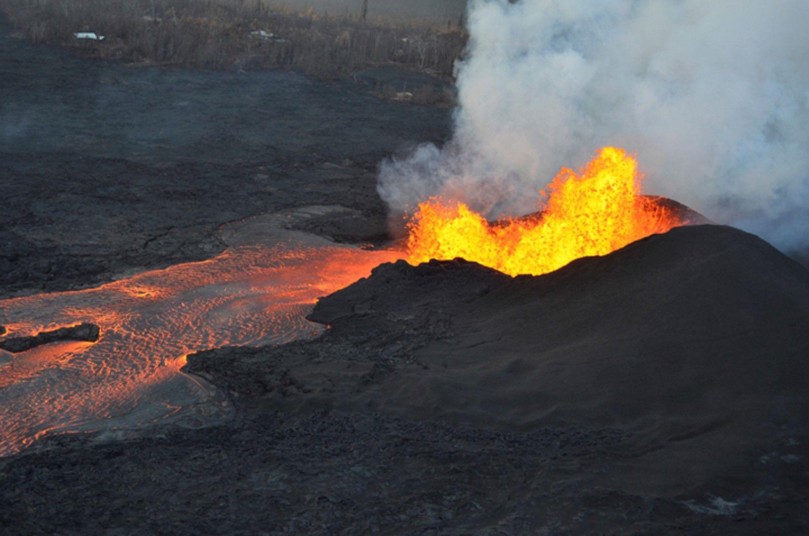 Вулканът изригва от началото на май