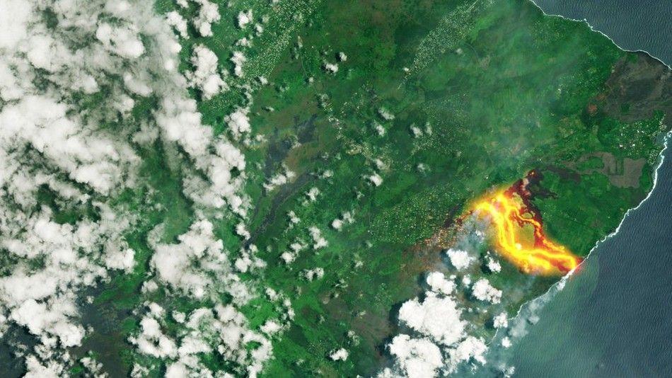 Снимка от космоса на изригването