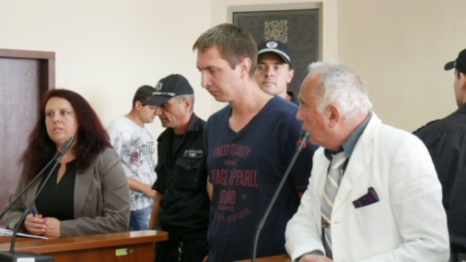 Станислав Пислар (вляво) се призна за виновен