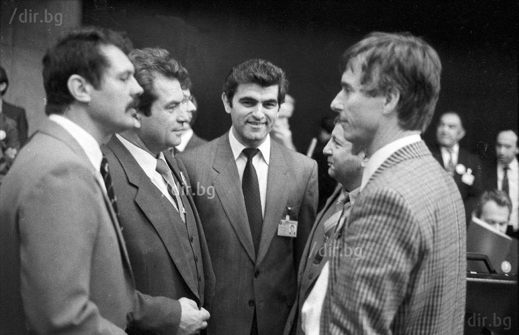 Космонавти от Унгария, СССР, България и ФРГ на конгрес на Асоцияцията на участниците в космически полети под надслов Планетата е общ дом, Земята е една за всички