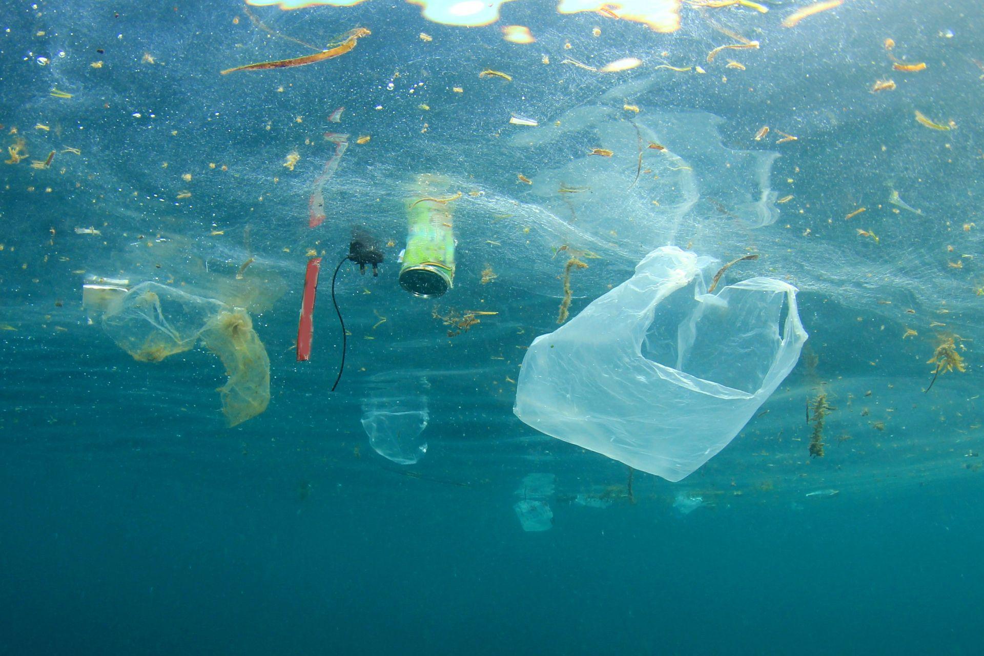 Пластмасово замърсяване в океана