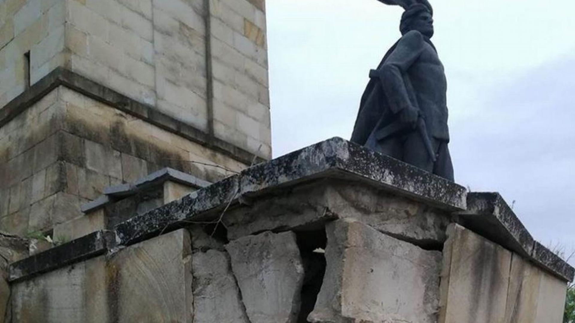Кула на трънския вход на България тъне в разруха