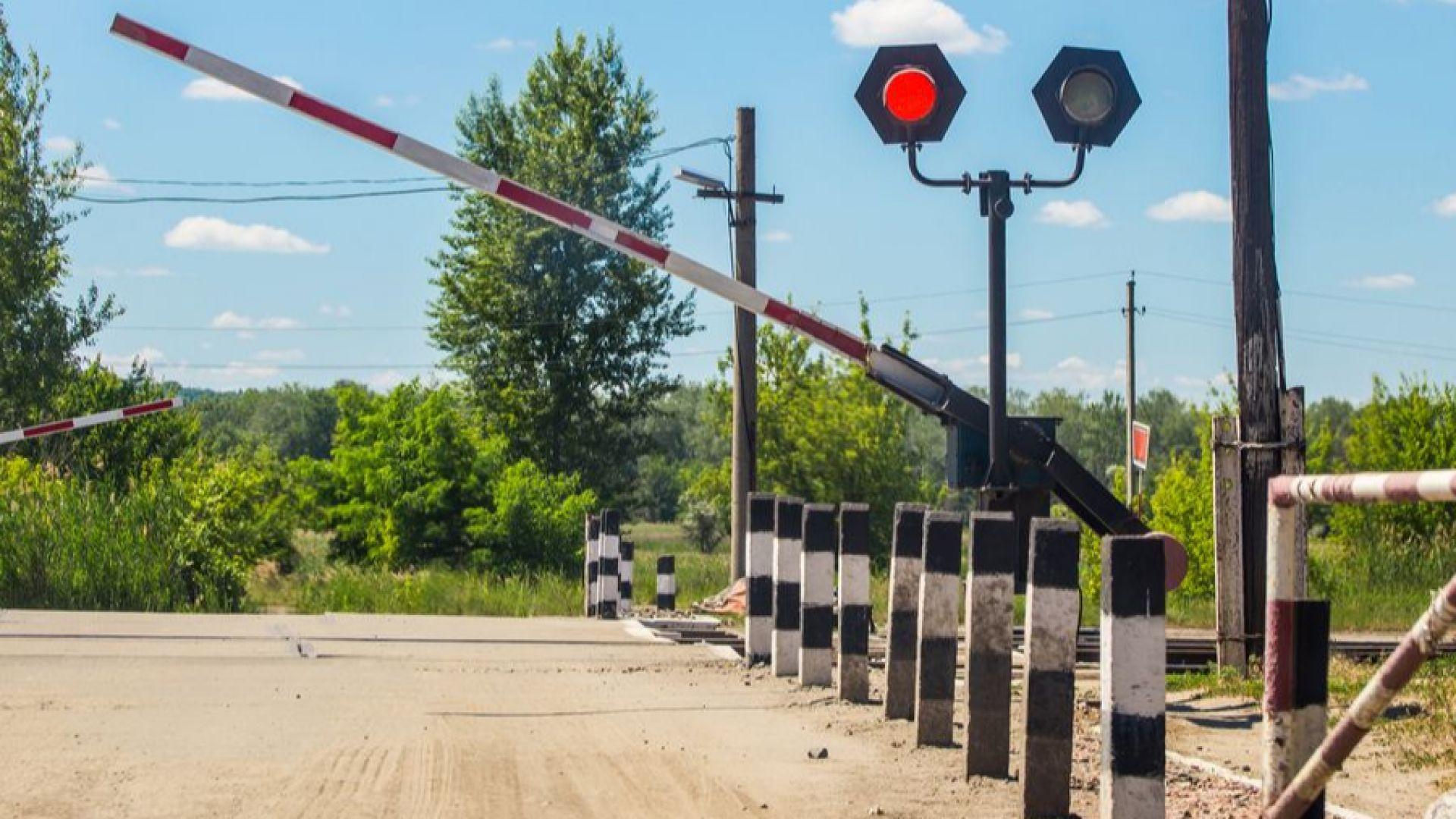 """Шофьорка с """"Фолксваген"""" се удари във влак на жп прелез"""