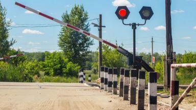 Две коли ударени на жп прелези само за 90 минути