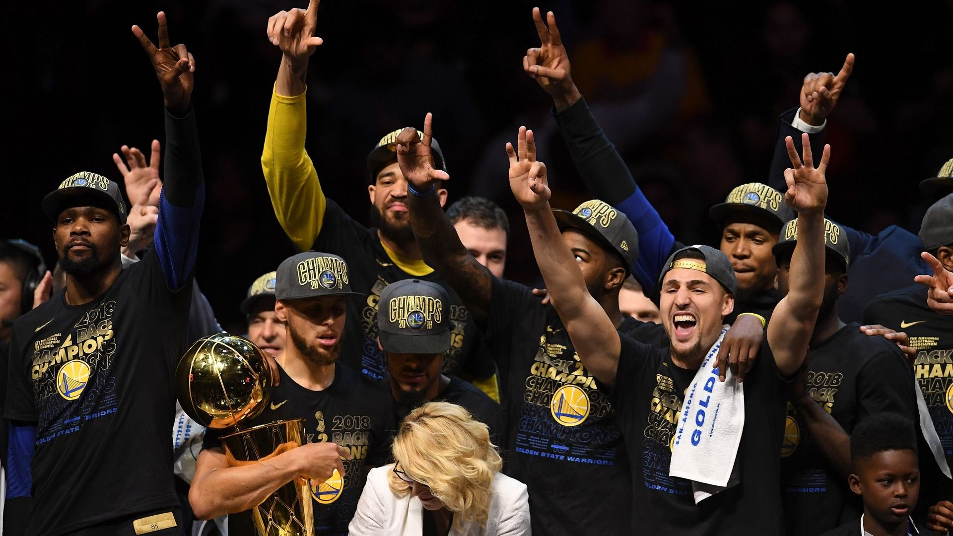 """Новият стар шампион - """"Голдън Стейт"""" размаха метлата и взе  титлата в НБА"""