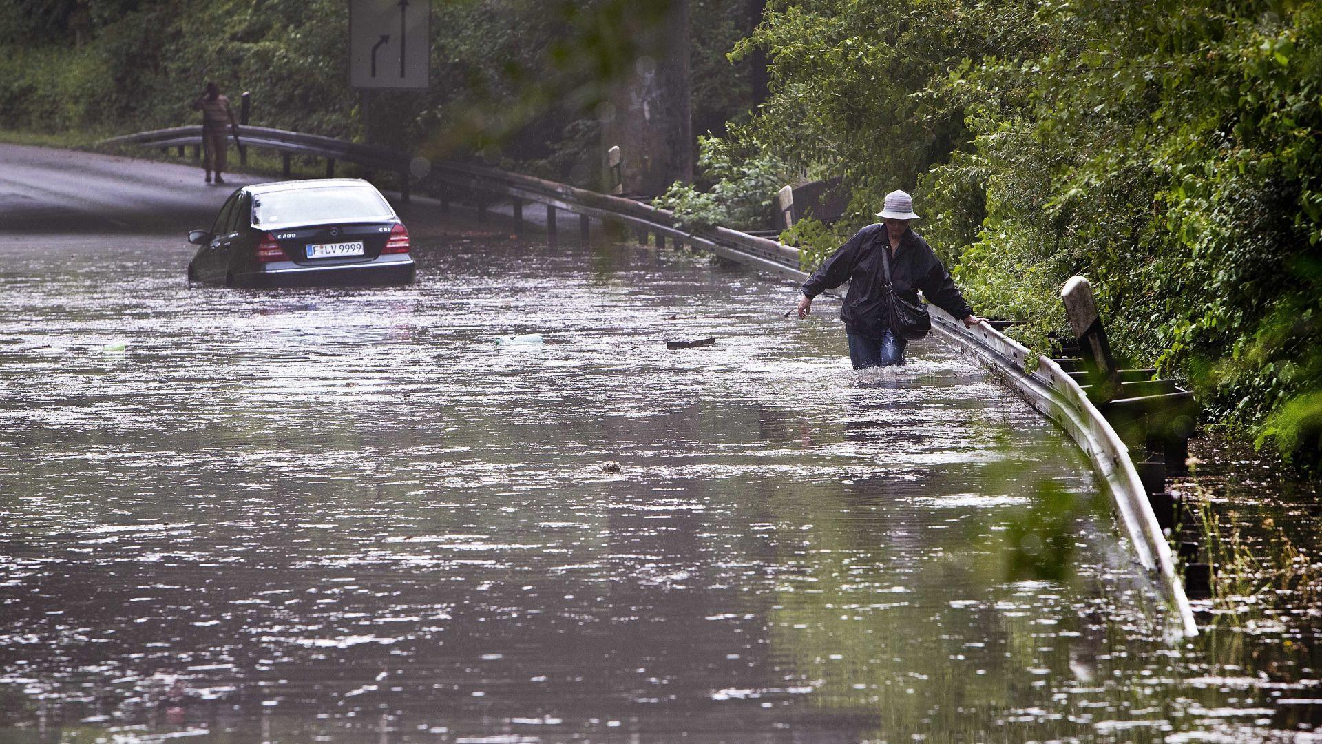 Двама възрастни и две деца загинаха в придошла река в Румъния