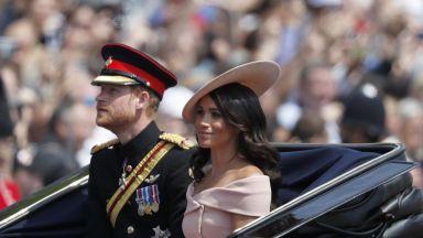 Хари и Меган с първа поява на знаковия балкон на Бъкингам за рождения ден на кралицата