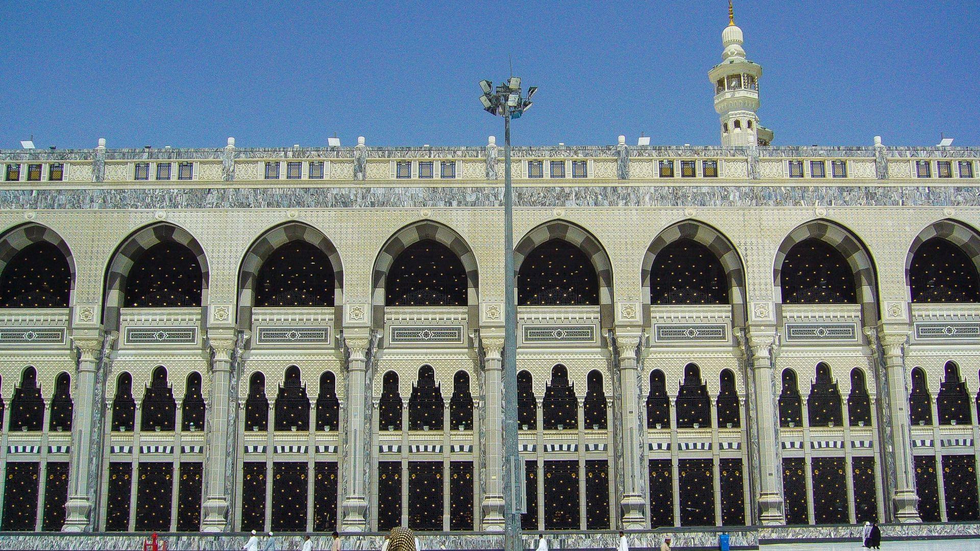 Мъж се самоуби, скачайки от покрива на Голямата джамия в Мека