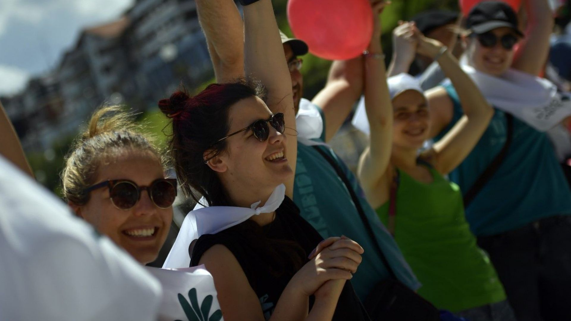 Баските образуваха 202-километрова жива верига с искане на референдум за независимост