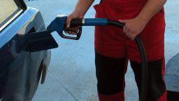 Цената на бензина скача още преди Великден