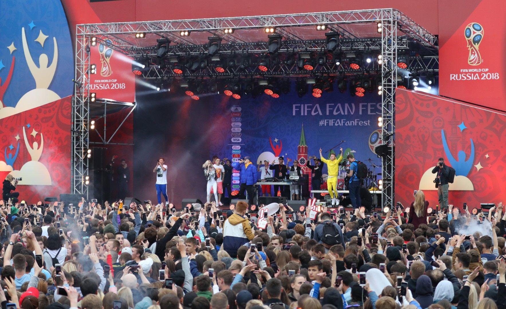 Концерти оживиха Фен зоните при откриването през уикенда.