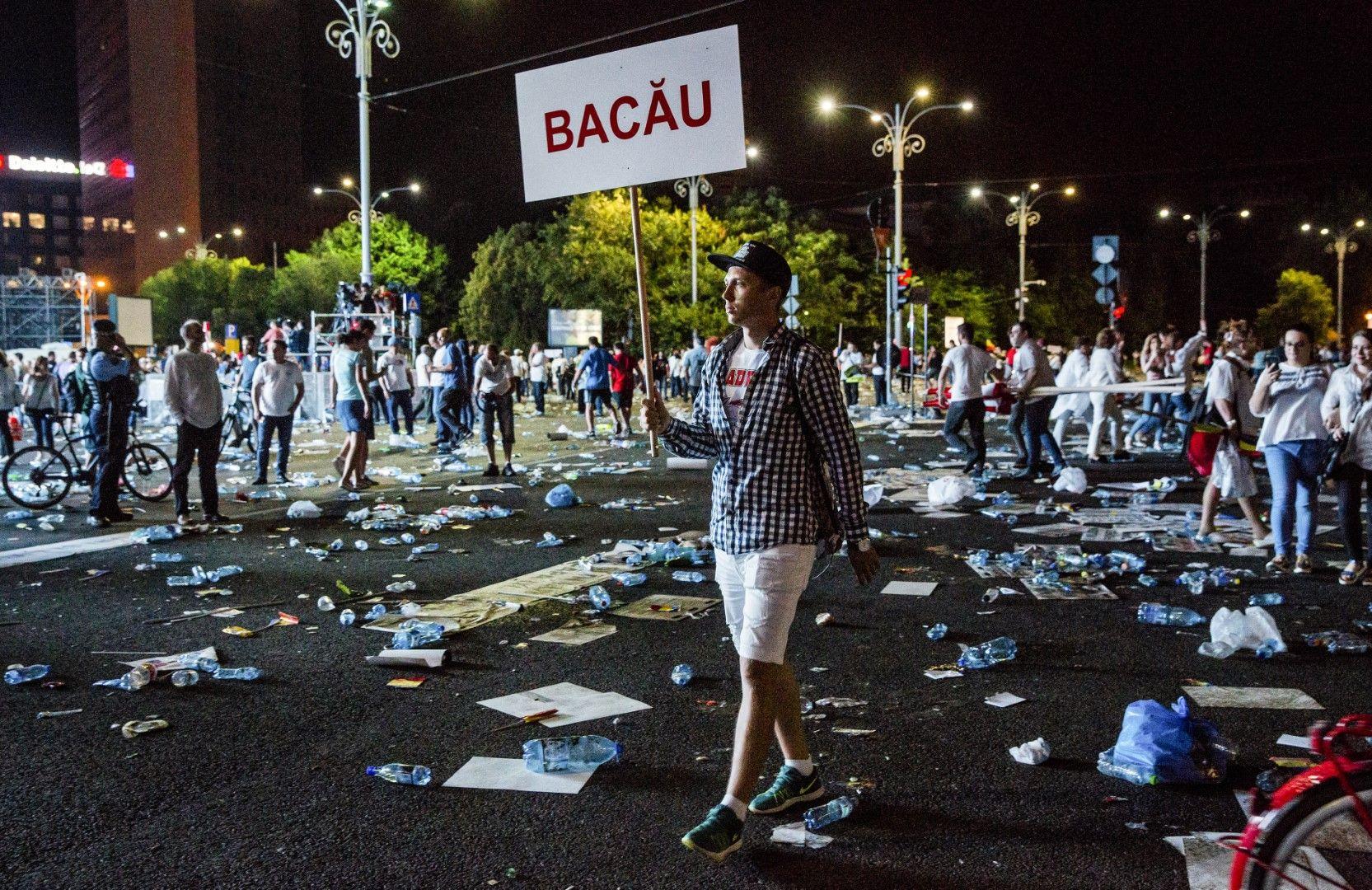 Протестът продължи до късно през нощта