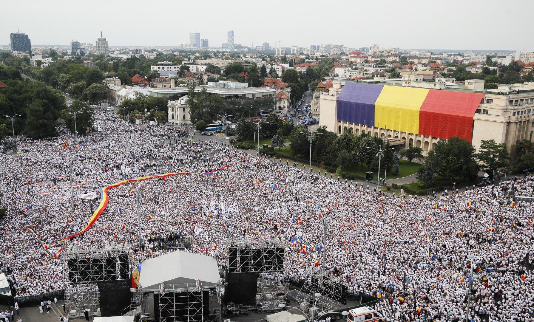 Над 100 000 поддръжници на румънското правителство се събраха вчера в столицата Букурещ