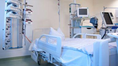 В македонска болница: Близки изнесоха тялото на починал пациент с леглото