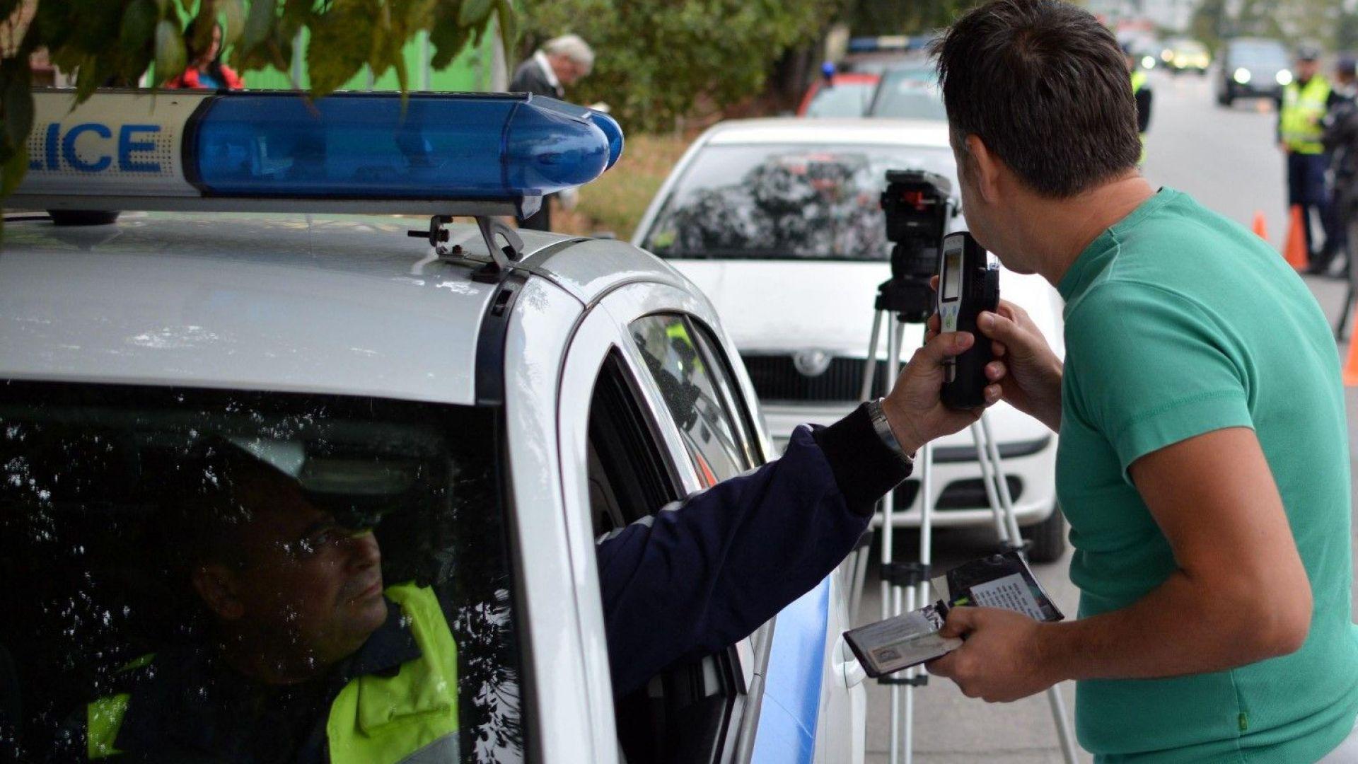 Пуснаха от ареста пияния и дрогиран шофьор, който бе тръгнал да вози деца на екскурзия