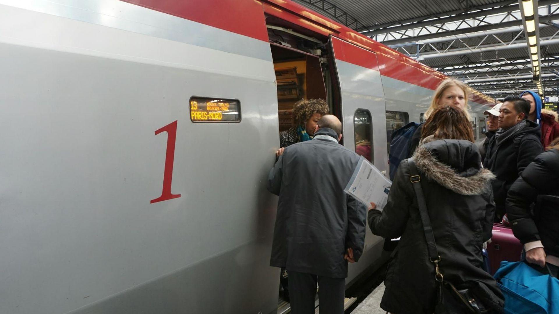 Заради спрян ток евродепутати висяха часове във влака