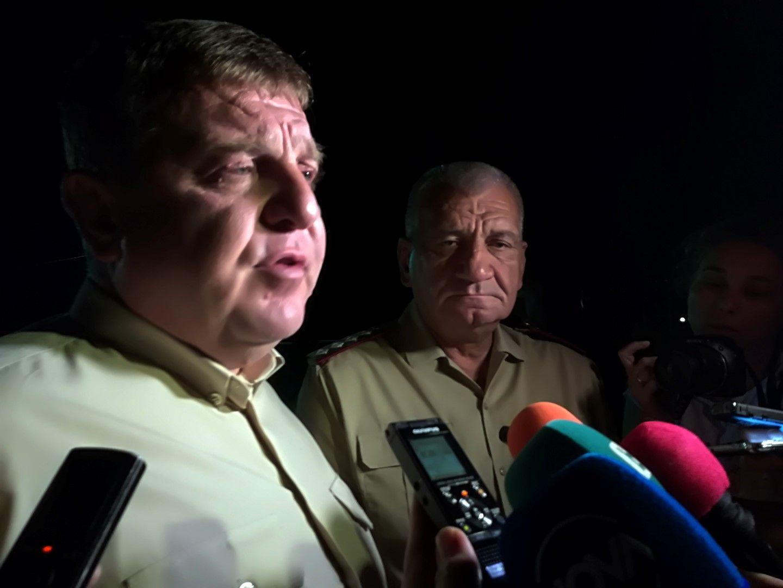 Министър Каракачанов отиде в авиобаза Крумово лично