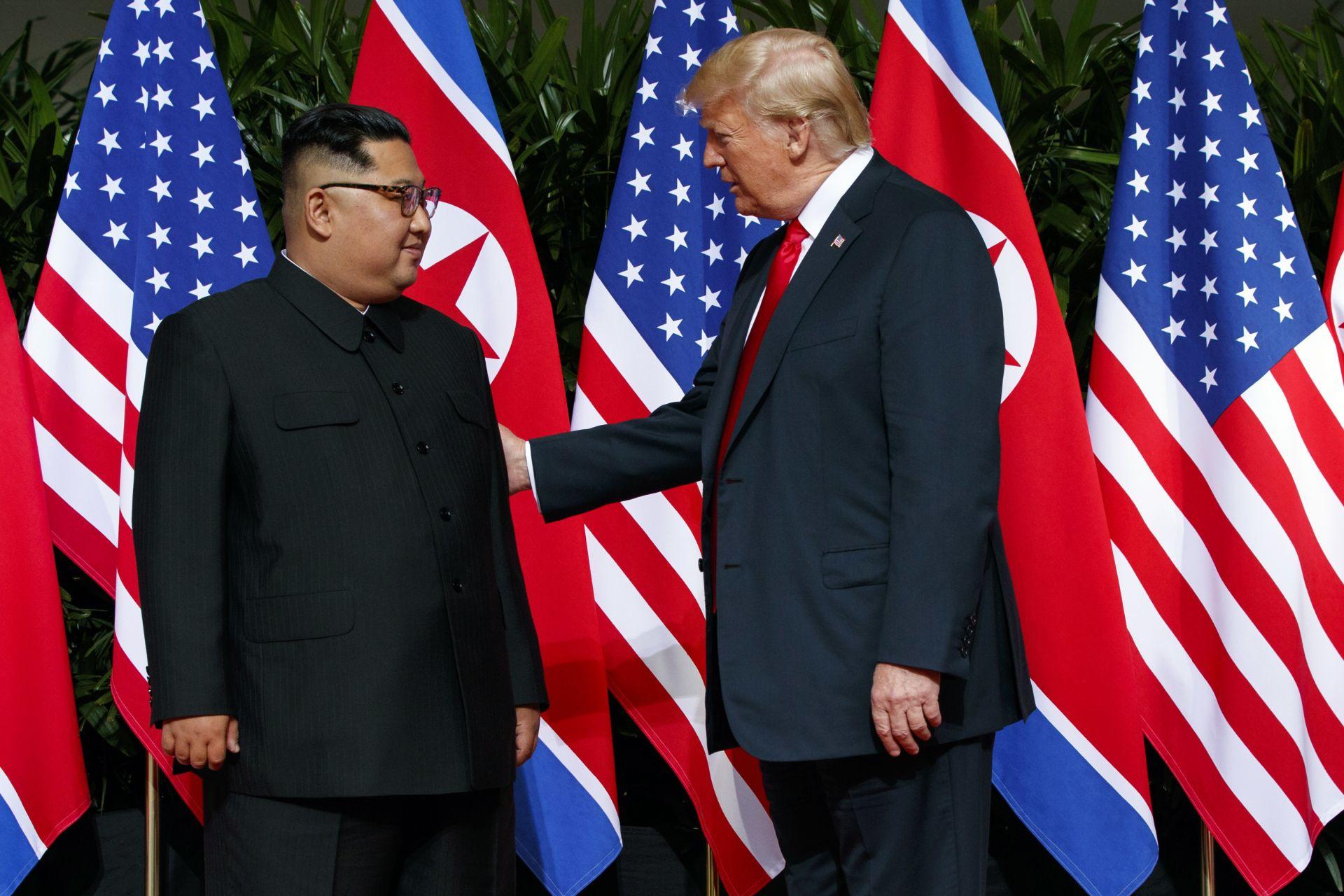 Историческата среща *Тръмп - Ким Чен-ун* се състоя