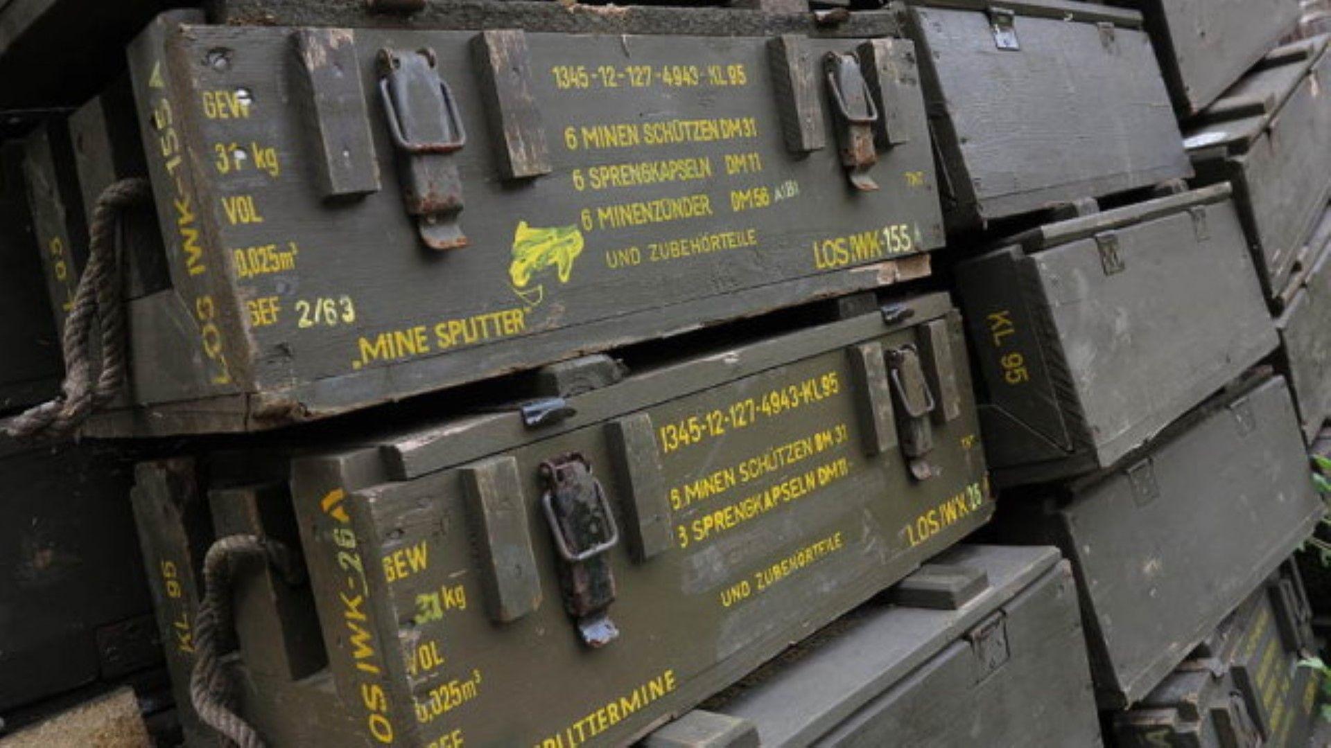 """190 000 мини и 90 тона барут стоят неохранявани в завод """"Миджур"""""""