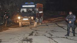 Жандармерия блокира Угърчин след ромска атака с ножове и брадви в училище