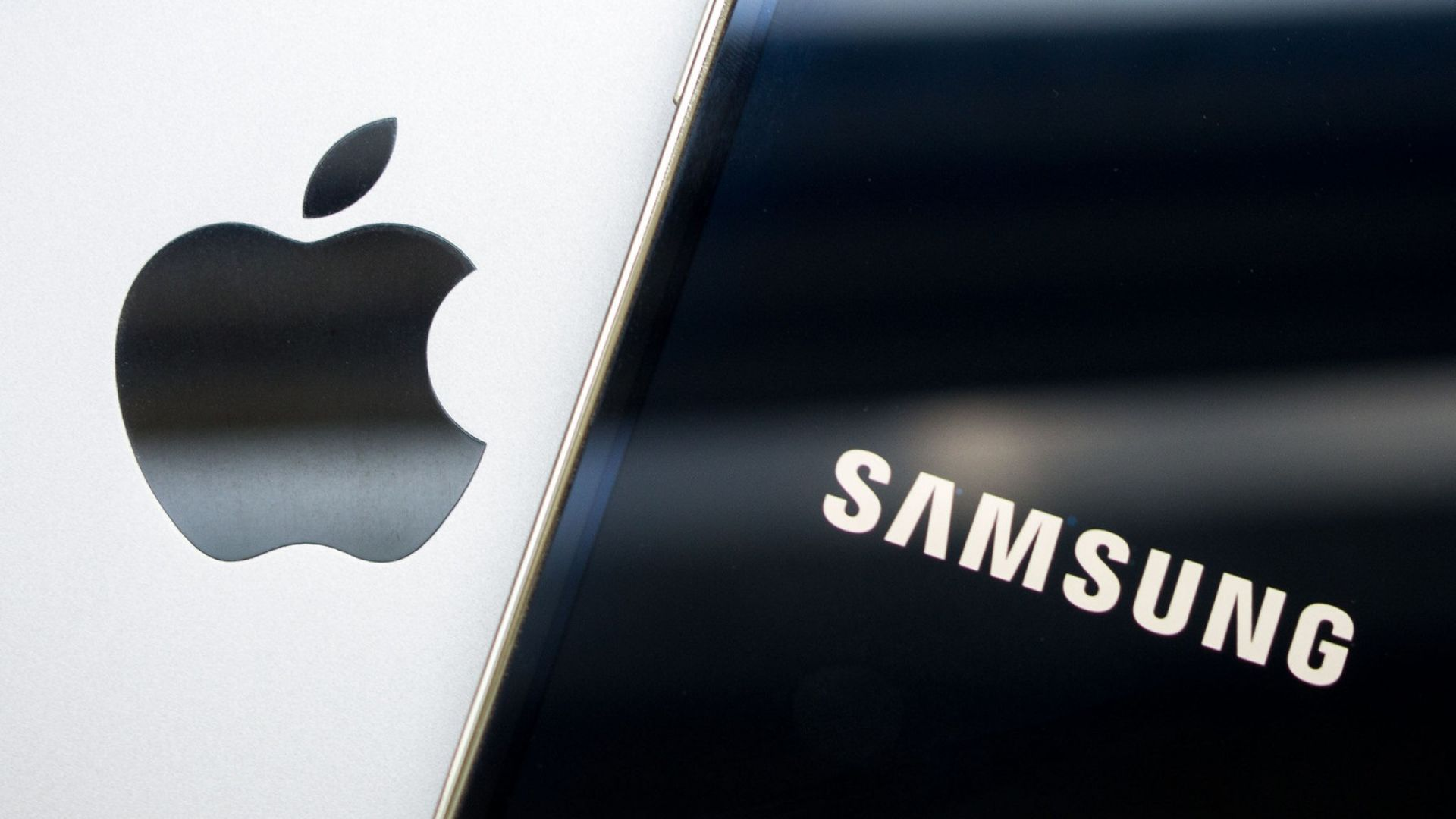 Samsung отказва да плаща на Apple