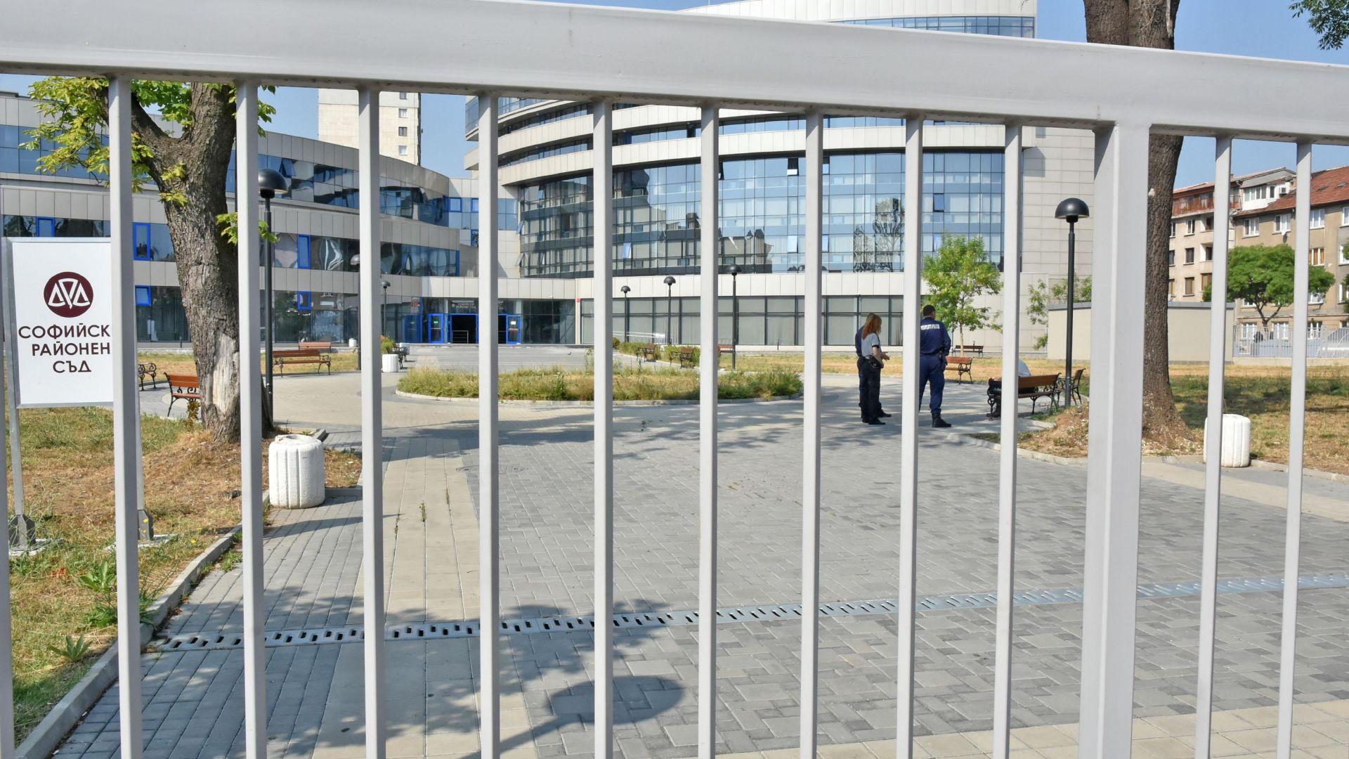 Сигнал за бомба опразни Софийския районен съд