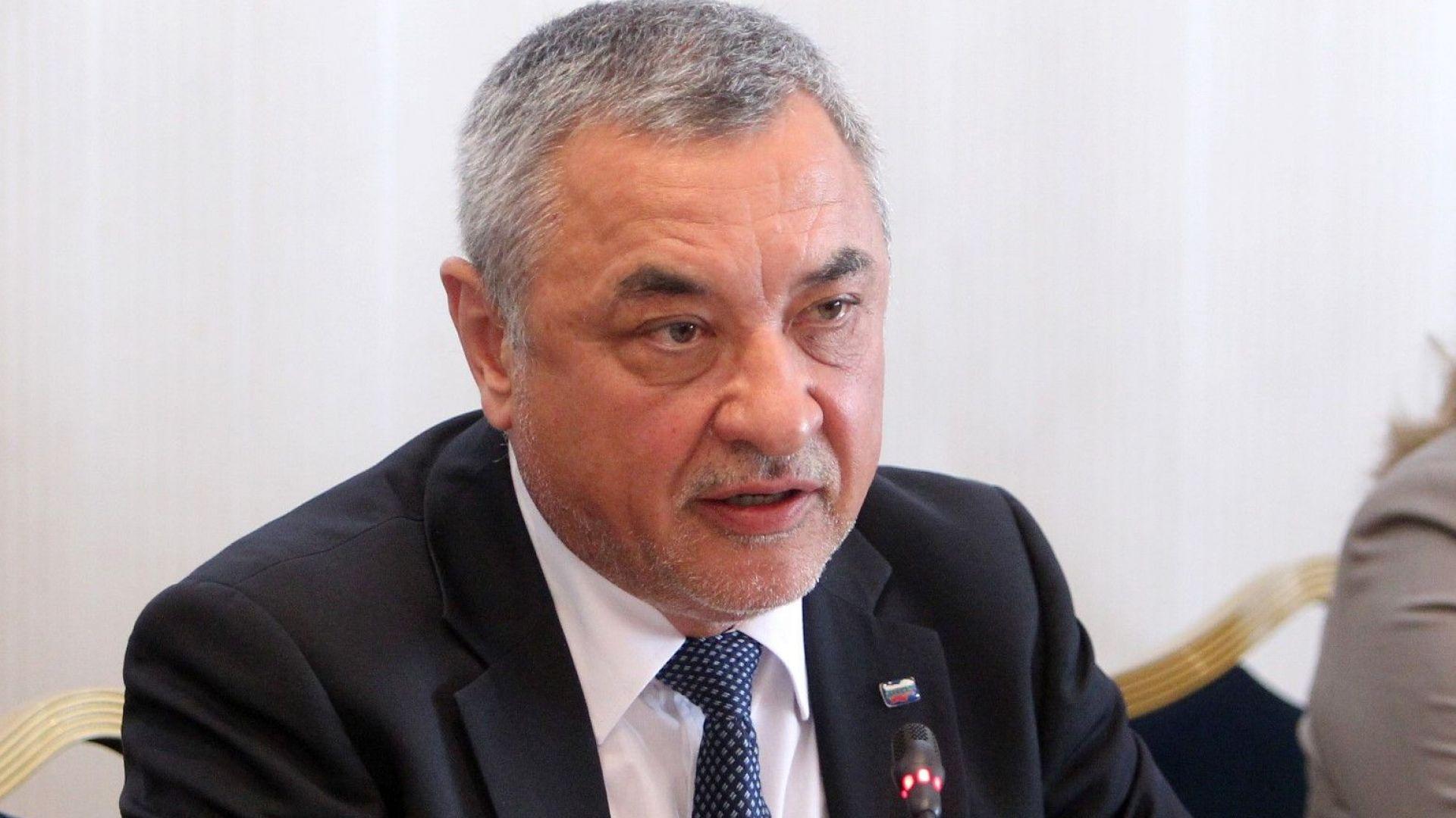 Симеонов: Оставката на Бисер Петков беше ненужна