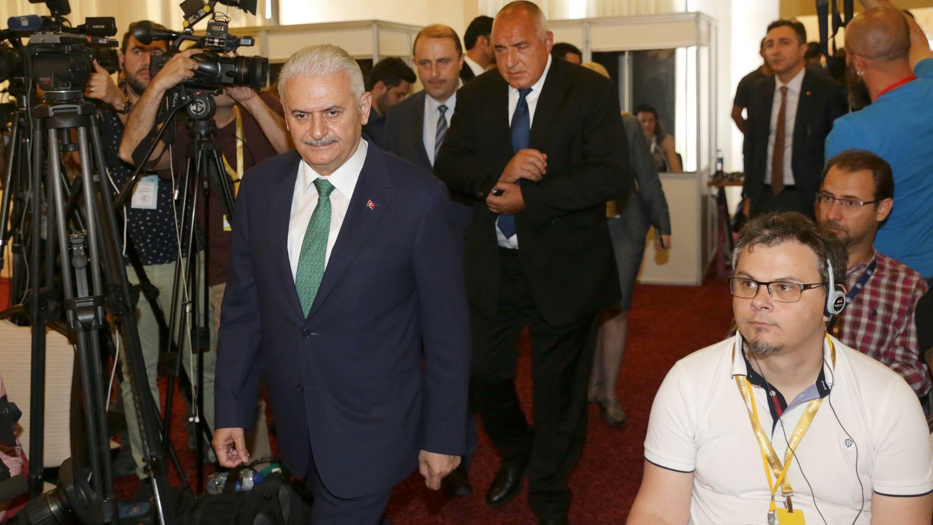 Борисов: Десетилетия говорехме за азерски газ, сега се случва