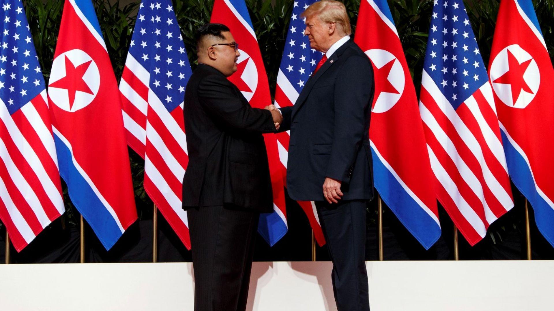 """Какво се казва в """"историческия документ"""", подписан от Тръмп и Ким"""