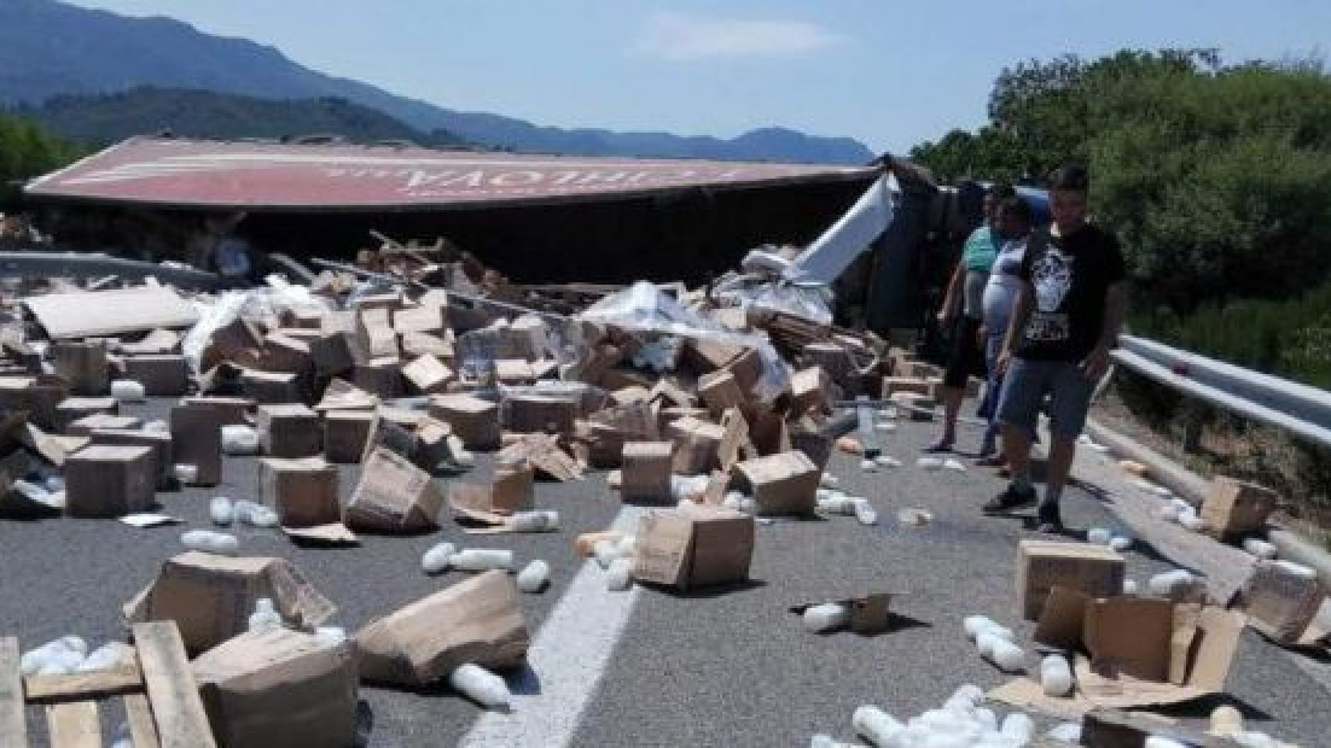 Български ТИР затвори магистрала между Атина и Солун